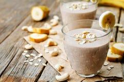 Frullato dell'avena del cacao della banana dell'anacardio Immagine Stock Libera da Diritti