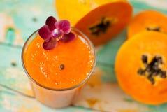 Frullato della papaia Fotografie Stock