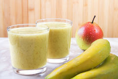 Frullato della pera e della banana Immagini Stock Libere da Diritti