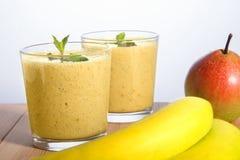 Frullato della pera e della banana Fotografie Stock Libere da Diritti