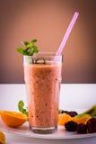 Frullato di frutta fresca congelata e con la menta Fotografie Stock Libere da Diritti