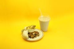 Frullato e granola della banana Fotografie Stock Libere da Diritti