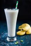 Frullato fresco del latte della banana Immagini Stock Libere da Diritti