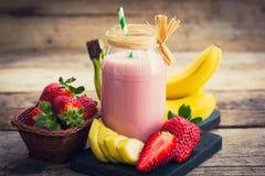 Frullato fresco della banana e della fragola Fotografia Stock