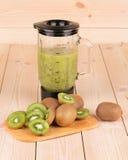 Frullato verde del kiwi Fotografia Stock