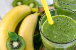 Frullato verde fresco e sano Immagine Stock