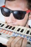 Frustrado con el teclado minúsculo Foto de archivo libre de regalías