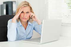 Frustrated blonde businesswoman Royalty Free Stock Photos