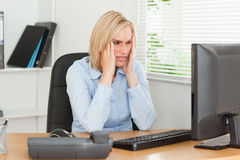 Frustrated working woman in front of a screen Royalty Free Stock Photos
