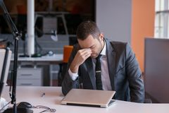 Frustrated young business man Royalty Free Stock Photography