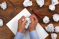 Frustrationspänning och författareblock arkivfoto