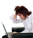 Frustrerad flicka med datorproblem Arkivfoton