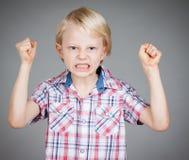 Frustrerad ilsken pojke. Arkivbilder