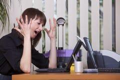 frustrerad kontorskvinna Royaltyfri Bild