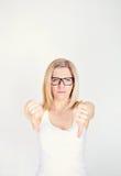 Frustrerad kvinna med tummen ner royaltyfria foton