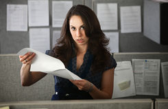 Frustrerad kvinnakontorsarbetare Royaltyfri Fotografi