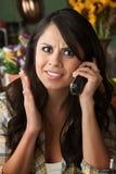 frustrerad latina telefonkvinna Royaltyfria Foton