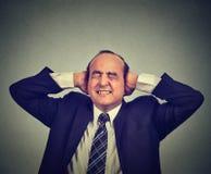 Frustrerad stressad man som förargas Royaltyfri Foto