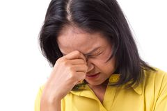 Frustrerat kvinnalidande från huvudvärk eller spänning royaltyfri foto