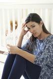 Frustrerat moderlidande från stolpen Natal Depression royaltyfria bilder