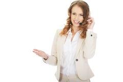 Frustrerat samtal för kvinna för appellmitt arkivbild