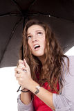 frustrerat seende paraply upp kvinna royaltyfri bild