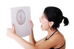 Frustrierte Frau mit Skala Lizenzfreie Stockbilder