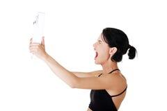 Frustrierte Frau mit Skala Stockfoto