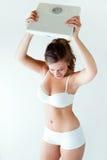 Frustrierte Frau mit Skala Lokalisiert auf Weiß Stockfotos