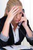 Frustrierte Frauenholding Stockfotos
