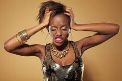 Frustrierte junge afrikanische Frau stockbilder