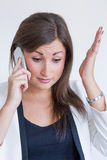 Frustrierte junge hübsche Geschäftsfrau Stockfotografie