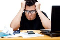 Frustrierter nerdy Buchhalter Stockbilder