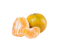 Fruta anaranjada (cv del mandarín Sai Nam Pueng) aislada en blanco Imagenes de archivo