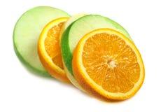 Fruta anaranjada, manzana verde Imágenes de archivo libres de regalías