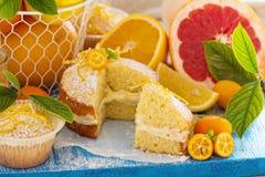 Fruta cítrica Victoria Sponge Cake con la cuajada de limón Imagen de archivo libre de regalías