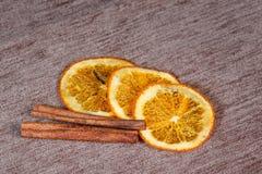 Fruta cítrica y canela Fotografía de archivo