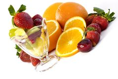 Fruta clasificada con la diagonal de cristal del postre helado Foto de archivo