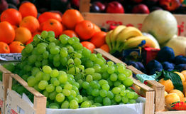 Fruta colorida no mercado Fotos de Stock