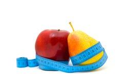 Fruta com fita de medição Foto de Stock