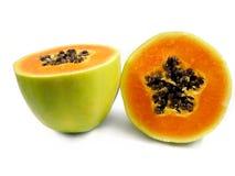 Fruta da papaia cortada dentro parcialmente Imagens de Stock
