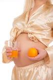 Fruta da terra arrendada da mulher gravida. Nove meses. Fotografia de Stock