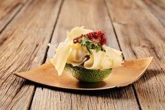 Fruta de abacate e queijo suíço imagem de stock