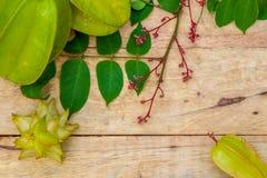 Fruta de estrella en el fondo de madera Foto de archivo