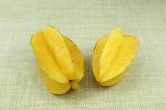 Fruta de estrella entera dos Foto de archivo libre de regalías