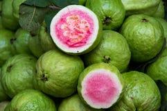 Fruta de guayaba para el comercio, venta, diseño imágenes de archivo libres de regalías