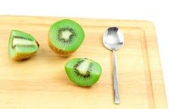 Fruta de kiwi agradable con la cuchara Fotos de archivo