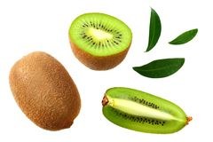 fruta de kiwi con las rebanadas y las hojas verdes aisladas en un fondo blanco foto de archivo libre de regalías