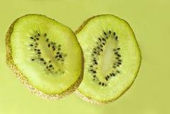 Fruta de kiwi cortada Imagen de archivo