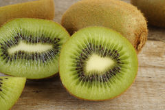 Fruta de kiwi cortada Fotografía de archivo libre de regalías